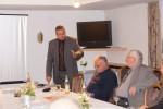 Bürgermeister Alexander Guhl hält einen Vortrag über seine Arbeit der letzten Monate